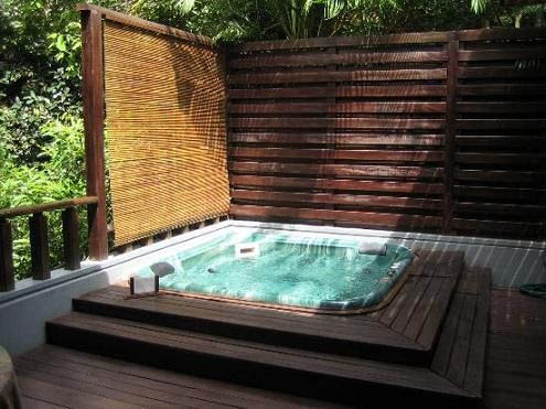 Blog del hidromasaje beneficios de los spa y jacuzzi for Jacuzzi exterior enterrado