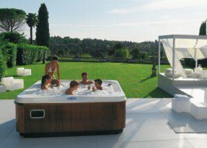 Piscina Con Jacuzzi Exterior.Conoce Los Principales Beneficios De Un Spa De Exterior