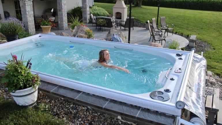 Swim spa vs. Jacuzzi exterior: ¿Cuál elegir?