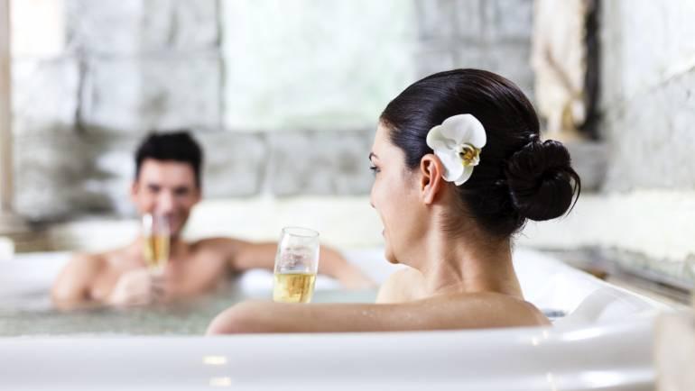 10 beneficios que no conocías de las cabinas hidromasaje con sauna que te cautivarán