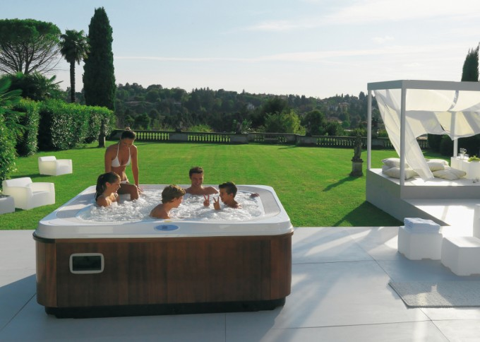 Jacuzzi exterior en la tercera edad blog del hidromasaje - Jacuzzi para terrazas ...