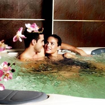 Los grandes beneficios de tener un jacuzzi para dos personas