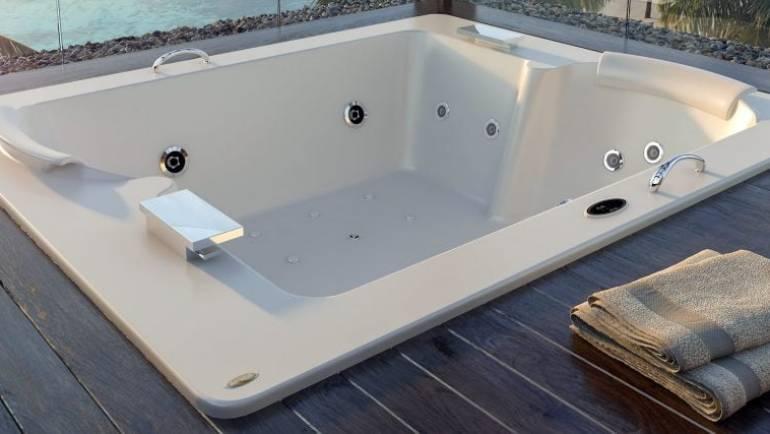 Por qué tener una bañera jacuzzi en casa: algo más que un lujo